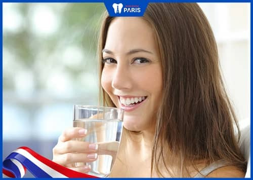 uống nhiều nước để chăm sóc răng