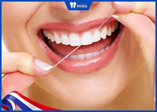 xỉa răng bằng chỉ nha khoa