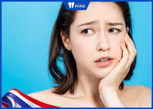 """Tuy nhiên, tiểu phẫu này vẫn có những tác động """"gián tiếp"""" đôi khi khiến chúng ta có cảm giác nhổ răng khôn mặt nhỏ lại."""