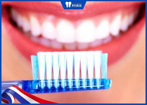 vệ sinh hạn chế sâu răng lỗ to