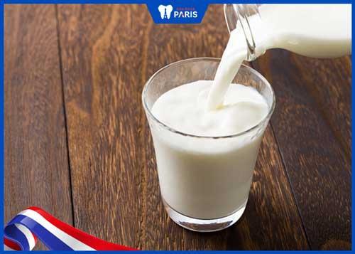 thực phẩm chứa sữa chữa chảy máu chân răng