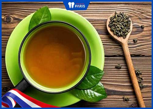 cách uống trà không bị vàng răng
