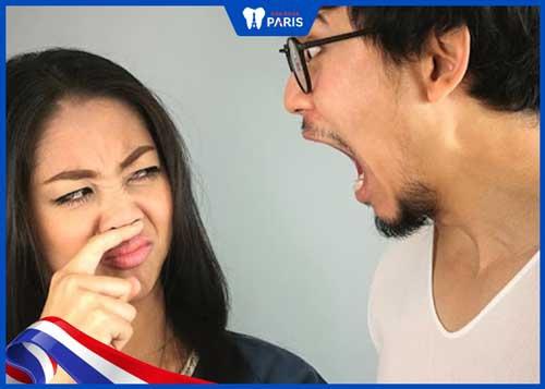 chảy máu chân răng dẫn đến hôi miệng