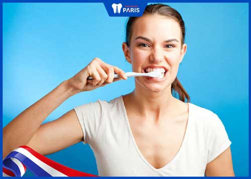 đánh răng chảy máu