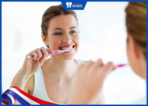 tại sao khi đánh răng hay bị chảy máu