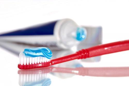 Cách chữa chảy máu chân răng khi đánh răng