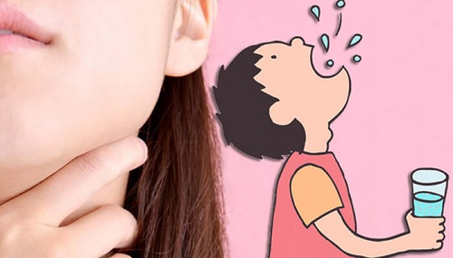 cách súc miệng nước muối đúng cách