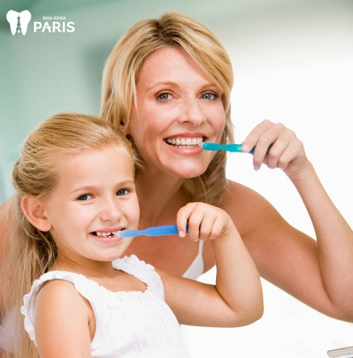 cách vệ sinh răng miệng cho trẻ 2 tuổi