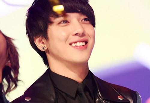 Hàm răng khểnh còn khiến sao Hàn tỏa sáng vì nụ cười duyên dáng đặc biệt.