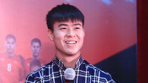 Cầu thủ Duy Mạnh cũng sở hữu một chiếc răng khểnh nam khá đẹp và duyên dáng.