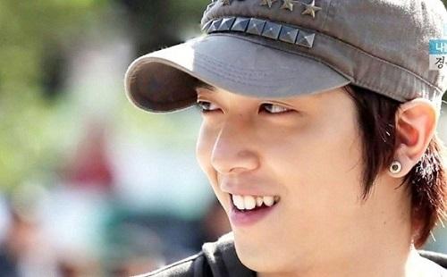 Răng khểnh cũng khiến không ít các ngôi sao Hàn Quốc chiếm được cảm tình của người hâm mộ.