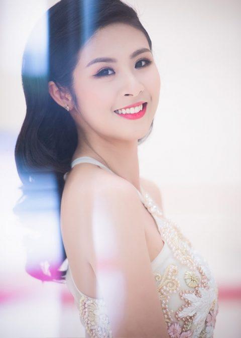 Bên cạnh Huyền My, Mai Phương Thúy thì Ngọc Hân cũng góp mặt trong danh sách những hoa hậu có hàm răng khểnh đẹp.