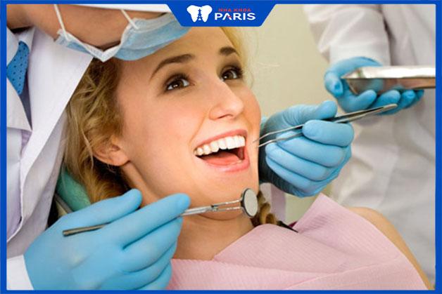 Khám răng định kỳ theo lịch hẹn với bác sĩ