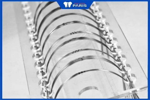 Hai loại dây cung phổ biến bằng thép và niken
